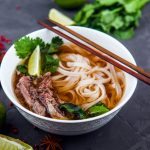 Illustration Cuisine évasion : la soupe Phở, un aller direct pour Hanoï
